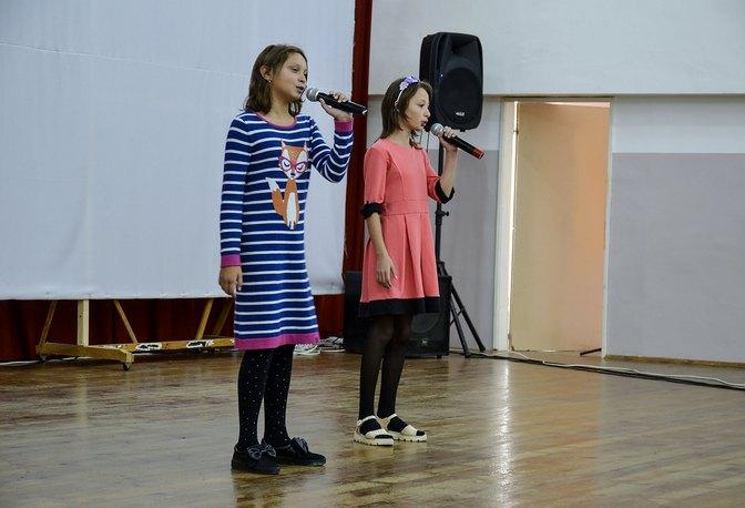 Людмила Глушко вручила благодарственные письма учителям